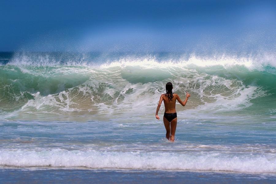 Strand - Mit dem Tourismus auf den Kanaren geht es noch nicht aufwärts. Immer neue restriktivere Maßnahmen werden auch für die Urlaubsgebiete verhängt.
